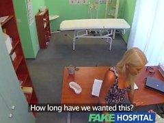FakeHospital Doktorlar sıcak sarışın karısı ofisinde onun tohumu talepleri