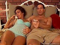 Recht schwangeren reife brunette findet Geschmack Sperma