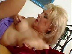 Hot Blonde Europa Großmutter Puma Bumsen