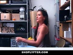 ShopLyfter - Strip Search mène à Sex