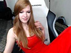 Рыжая красотка в джакузи показывает ее красивые сиськи
