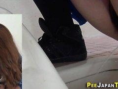 Babes peeing på spycam