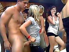 Тонны блондинка женщин всасывания хуи