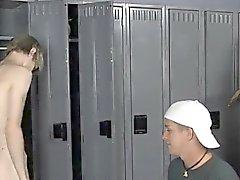Nackte Männer Nachdem Turnhalle Mitschülern ärgern von Preston Andrews ihm schmollen