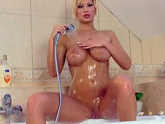 Buxom dream blonde Carol Goldnerova takes a shwoer