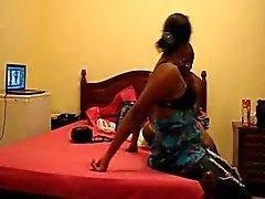 Африканский Черное дерево черный оуэн получать толченый в гостинице
