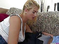 REINE XXX FILME Mollige Hausfrau erwischt den Ball ein herzliches creamp