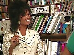 Anna adora livros e galos
