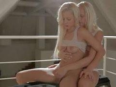 Zwei schwedischen Schönhaar Engel liebevoll