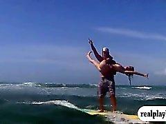 Наблюдать эти шикарные красотки серфингом со специалистами