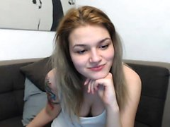 Hot echte Teen Blonde Mädchen Streifen und masturbiert auf Webcam