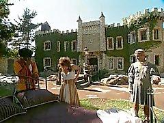 Britânica maduras Nici Stirling em um gangbang medieval