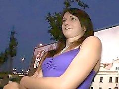Kuumaa ruskeaverikkö girl creampie yleisillä puisto illalla