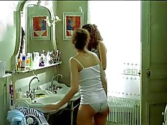 Laetitia Casta topless dans di Le Grand appartement