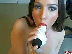 Herrliche Brunette Reife möchte, dass Sie ihr masturbiert zu sehen!