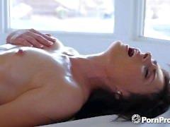 PORNPROS Geölte up Massage verwandelt sich in rutschigen Fick mit Haven Rae