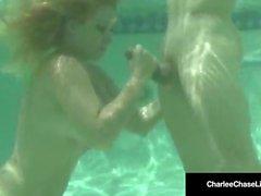 Loira Milf Charlee Chase Does Underwater Sucking & Porra!