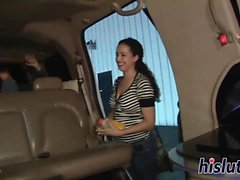 Raunchy Schlampen in einer Limousine ausziehen