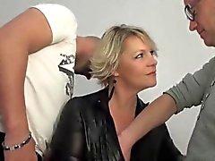 Kypsät blondi Sofian anaali perseestä edessä miehensä