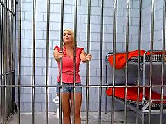 Блондинка Hottie заключен в тюрьму После выебанная к большой петух