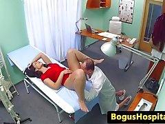 Euro hasta muayene sırasında doktor tarafından becerdin