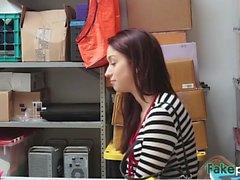 Rousses jolie boutique de poussin ascenseur puni par le gestionnaire