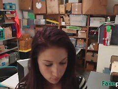 Redhead negozio pulcino di elevatore puniti dal gestore