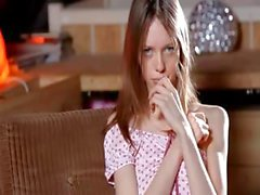 Weiss Strümpfen und irrsinnig knöchernen Mädchen