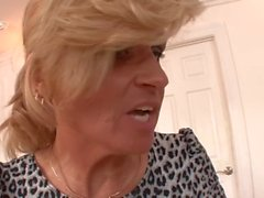 Cougar Stiefmutter verführt Jugendliche zum Tabu-Trio