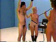 Erotic для битья двумя голый любовницей