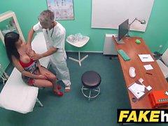 Fake Hospital Toilet room boquete e fudendo com peitos grandes