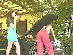 Adrianne astuu ulos autokatos houkutella seksikkäitä lesbo Galpin