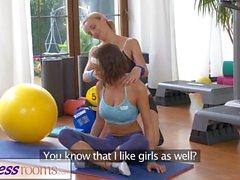 Fitness Odaları Sevimli çatalı büyük göğüsleri teen spor seks yapıyor