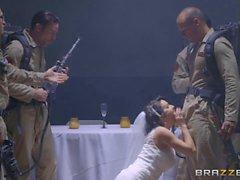 A bride ghost wants a wedding night bukkake