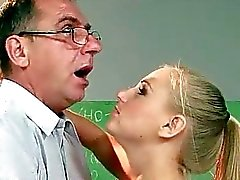 Genç kadının yaşlı öğretmeni lanet