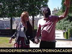 PORNO Акадого - DP межрасовый секс с грудастой школьницей