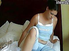 Feminino desespero e calças reais molhar calcinha