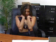 Офис секс с грудастой секретарем в сексуальный трикотаж
