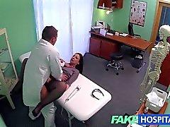 FakeHospital Saklı fotoğraf makinesi yakalamak kadın hasta lanet olası