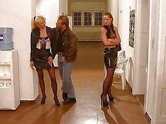 Tyra Misoux - Orgías escuela