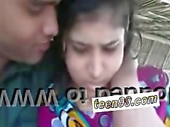 Indian village girl kissing boyfriend in outdoor scandal - teen99*com