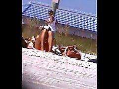 rubia y un amigo de la entrepierna lanzó 166 ,null, del bikini estrecho ,null, de Cameltoe
