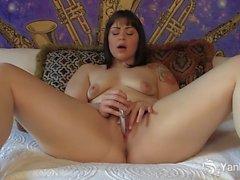 Amis Chubby Sarah Greenmore masturbiert
