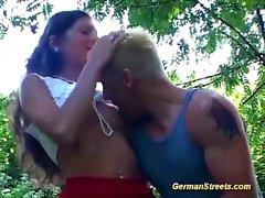 Alman babe doğada anal almış