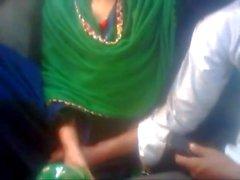 Amoureux du Bangladesh dans le bus
