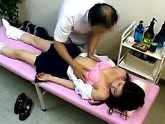 Koulutyttö menee varten lääkärin tentti ja saa hänen cunny f