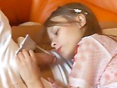 Adolescente petite comer enorme galo