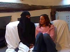 Virgin arabi tyttö yrittää lesbo seksiä DARKSOCCER