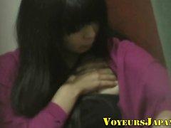 Japanilainen teini teini hankaa klitorista