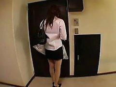 Himokkaat japanilaisten housewife with pienen boobs naidaan t